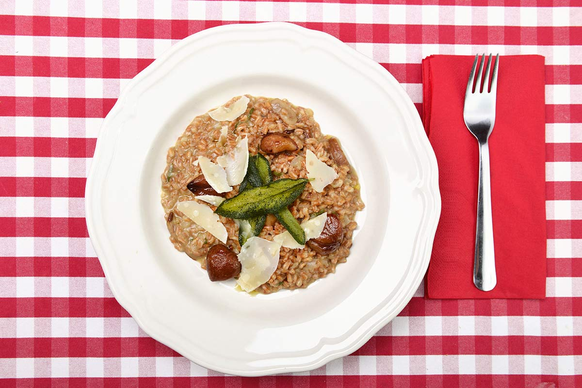 Špaldové rizoto s kaštany, houbami porcini a šalvějí