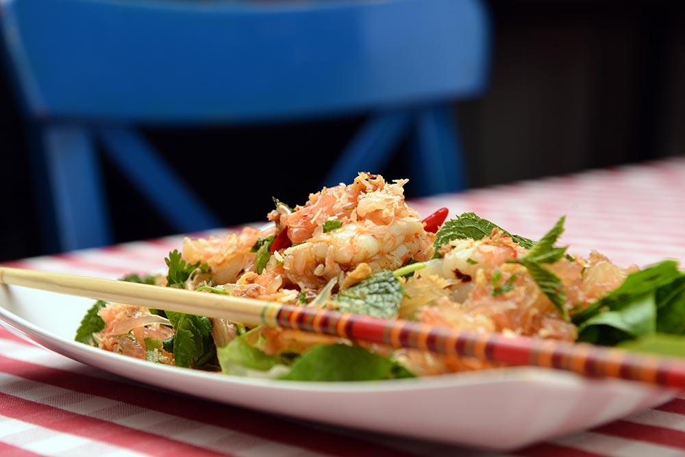 Thajský salát s krevetami a pomelem šéfkuchařky Sofie Smith