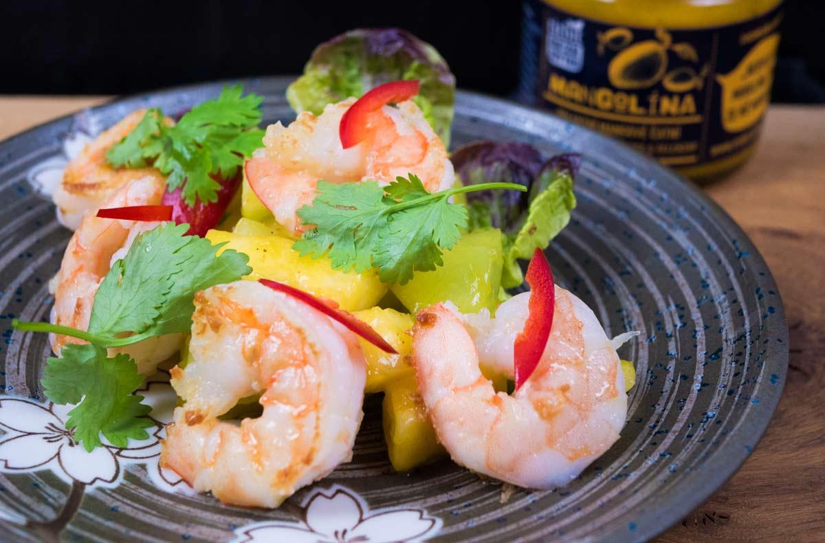 Titbit salát s krevetami a ovocem